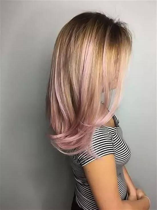 Яркие пряди на светлых волосах фото